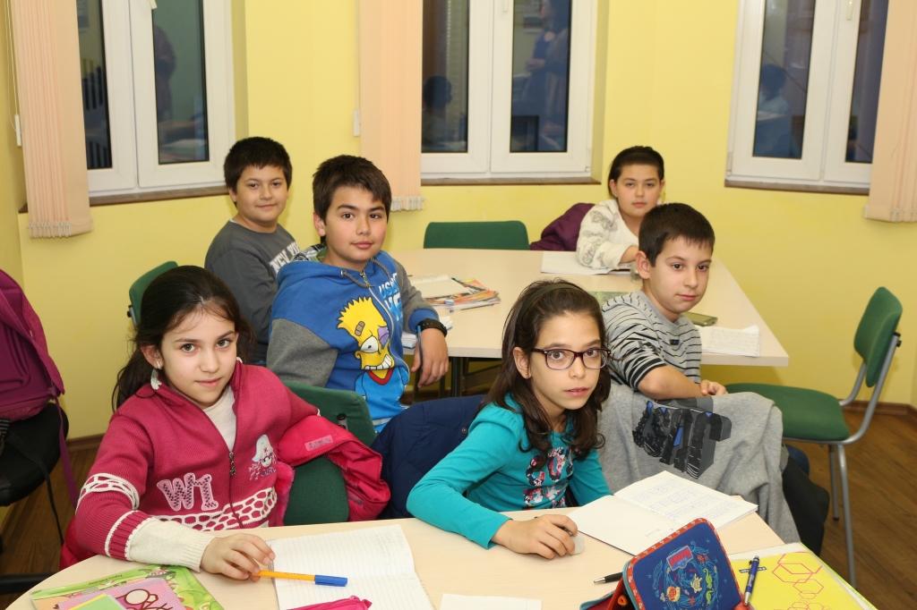 Групово обучение за деца по японски, немски, английски език в школа Интензив Габрово