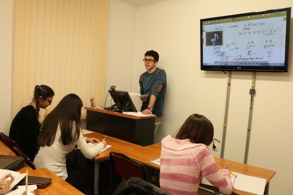 Групово обучение по английски език за възрастни в школа Интензив Габрово.