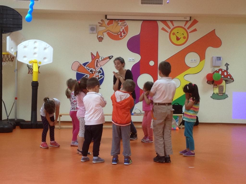 Школа Интензив - Габрово организира обучение по Английски език в детска градина Дъга, Мики Маус, Мечо Пух, 1-ви юни, младост